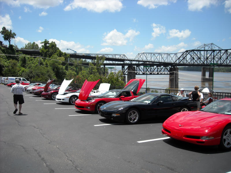 Corvettes parked by the MS River bridge
